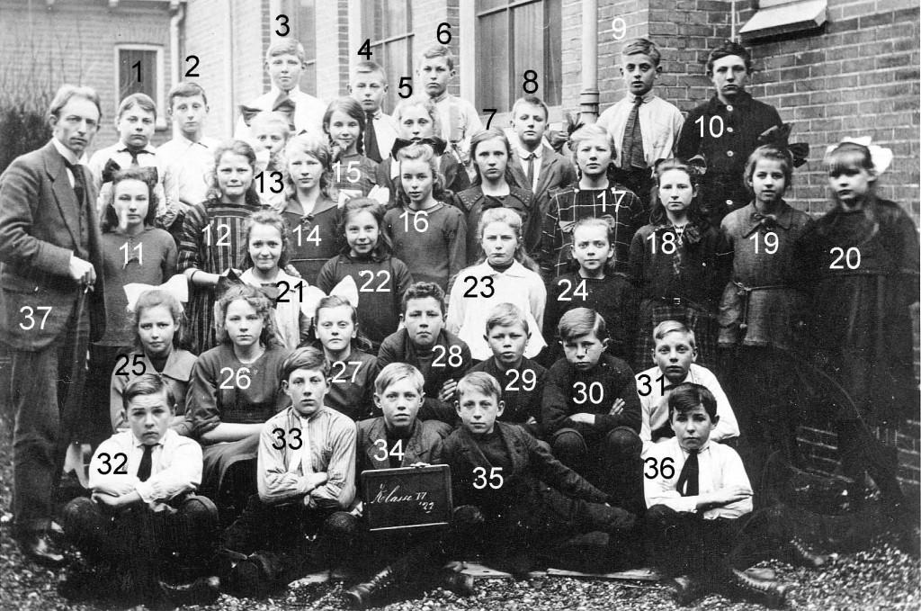 klassenfoto-uit-1921-met-nrs